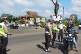 Polres Lampung Utara bagikan masker dan brosur pencegahan COVID-19