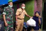 Kodam XIV/Hasanuddin bagikan sembako untuk warga terdampak COVID-19
