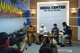 Seniman Padang Pariaman ajak nagari produksi APD