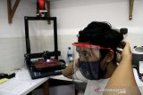 Produksi pelindung wajah tenaga medis di Makassar