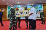 Pangdam XIV/Hasanuddin serahkan 2.000 APD ke Gubernur Sultra