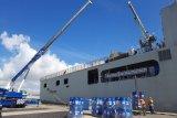 Kapal KRI Semarang jemput bantuan konsentrat hand sanitizer dari Singapura