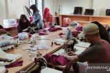 Nagari Sinuruik Talamau Pasaman Barat berdayakan kaum ibu buat masker