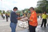 Bupati Yopi Arianto salurkan bantuan beras kepada masyarakat
