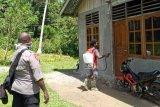 Gugus tugas Nimboran semprot cairan disinfektan ke fasilitas umum