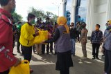 Ketua TP PKK Lampung serahkan donasi kepada pengemudi ojek online