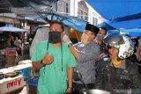Memutus penyebaran COVID-19, Pemkab Tanah Datar edukasi dan bagikan masker