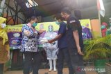 Jurnalis Peduli Kemanusiaan salurkan bantuan APD di Puskesmas