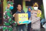 Polres Kudus bagikan paket sembako untuk warga terdampak COVID-19