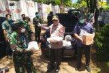 Polda Jateng bagikan bahan kebutuhan pokok dan uang  di 1.126 titik