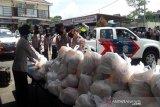 Polres Temanggung bantu kebutuhan pokok warga miskin terdampak COVID-19