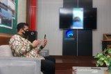 Lewat video call, Wali Kota Probolinggo semangati pasien positif COVID-19