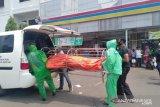 Warga panik, sopir taksi daring ditemukan meninggal di mobil