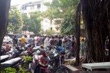 10 masjid di Kemayoran langgar PSBB karena selenggarakan sholat Jumat , satu di komplek kepolisian