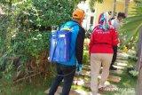 Di Baubau, penyemprotan disinfektan sasar rumah ODP cegah Covid-19