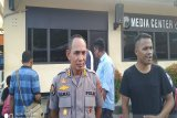 Anggota Polri korban bentrokan dengan TNI di Kasonaweja dievakuasi ke Jayapura