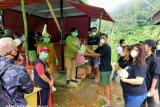 Solidaritas warga Minahasa Tenggara bagikan makanan satgas COVID-19