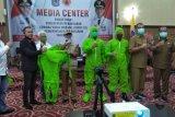 Pemkot Mataram menerima bantuan APD dari relawan COVID-19