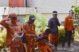 Padang Panjang bekali petugas kebersihan dengan APD saat bekerja