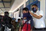 Cegah COVID-19, ASDP Baubau bagikan masker kepada pengguna jasa transportasi