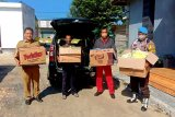 Warga Kelurahan Madurejo buatkan 'face shield' untuk tenaga medis rumah sakit
