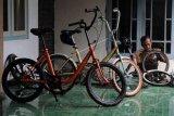 Restorasi sepeda bekas minion