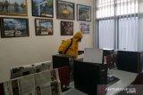 ACT lakukan penyemprotan disinfektan di Kantor LKBN ANTARA Biro Sulteng