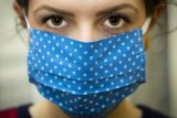 Cegah iritasi kulit saat menggunakan masker dengan cara ini
