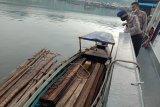 Satpolair Polres Sibolga amankan kapal pengangkut kayu ilegal