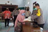 Polda Jateng bantu warga miskin terdampak COVID-19 di Temanggung