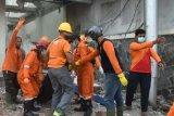 Seorang tukang bangunan di Semarang tewas tertimpa tembok