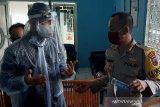 Pastikan kerja wartawan aman dari COVID-19, Kapolresta Banyumas bagikan masker