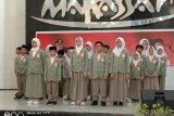 Siswa SD Athirah Makassar sisihkan uang jajan untuk pembelian APD