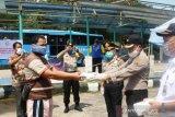 Tim Ditbinmas Polda Sumsel bagikan nasi kotak di terminal bus