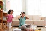Tips lepas stres ibu dan anak saat COVID-19