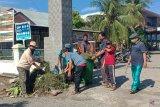 Di tengah pandemi, masyarakat di Banda Aceh gotong royong bersihkan lingkungan