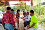 Milenial PLN UP3 Jayapura bagikan nasi kotak dan masker cegah corona