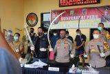 Polisi tangkap empat pemuda bawa senjata tajam buat tawuran