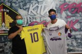 Striker Persik Kediri Septian Satria Bagaskara lelang jersey untuk bantu penanganan COVID-19