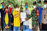 Fraksi Golkar DPRD Kapuas salurkan bantuan untuk petugas penanganan COVID-19