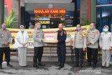 Tito Karnavian bagi APD ke sejumlah rumah sakit di Banjarmasin