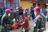 Brigif 4 Marinir salurkan bantuan untuk warga terdampak COVID-19