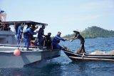 Gandeng Bea Cukai, Ditpolairud Polda Sumbar salurkan bantuan ke nelayan