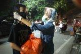 Gerakan perempuan bantu warga terdampak COVID-19 di Kota Makassar