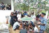 Komedian Nunung hadiri pemakaman ibunda di Solo