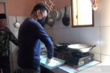 Demi menafkahi keluarga, karyawan hotel di rumahkan jualan lumpia goreng online