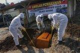 Simulasi pemakaman jenazah orban pandemik COVID-19
