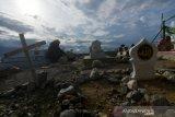 Ziarah di pemakaman massal korban bencana Palu