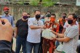 Ketua MPR serahkan bantuan sembako saat Hari Kartini
