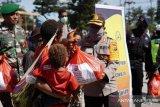 TNI/Polri di Wamena membagikan 200 paket sembako